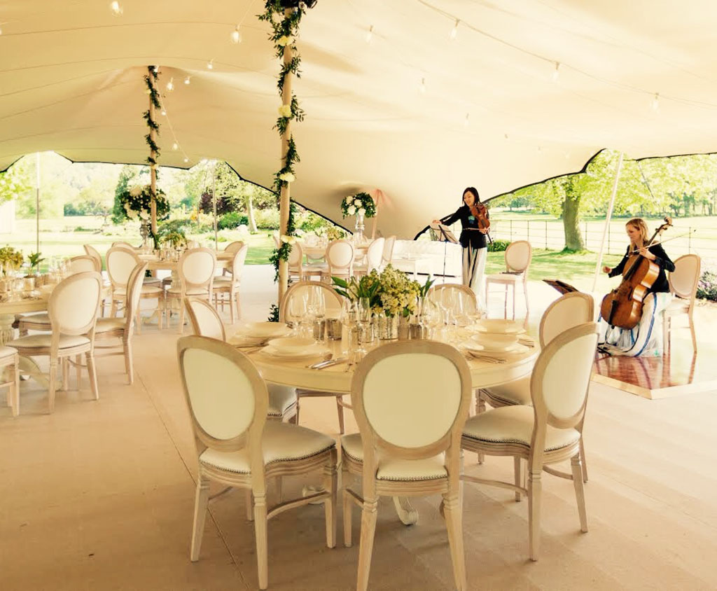 Bruiloft-tent-op-locatie