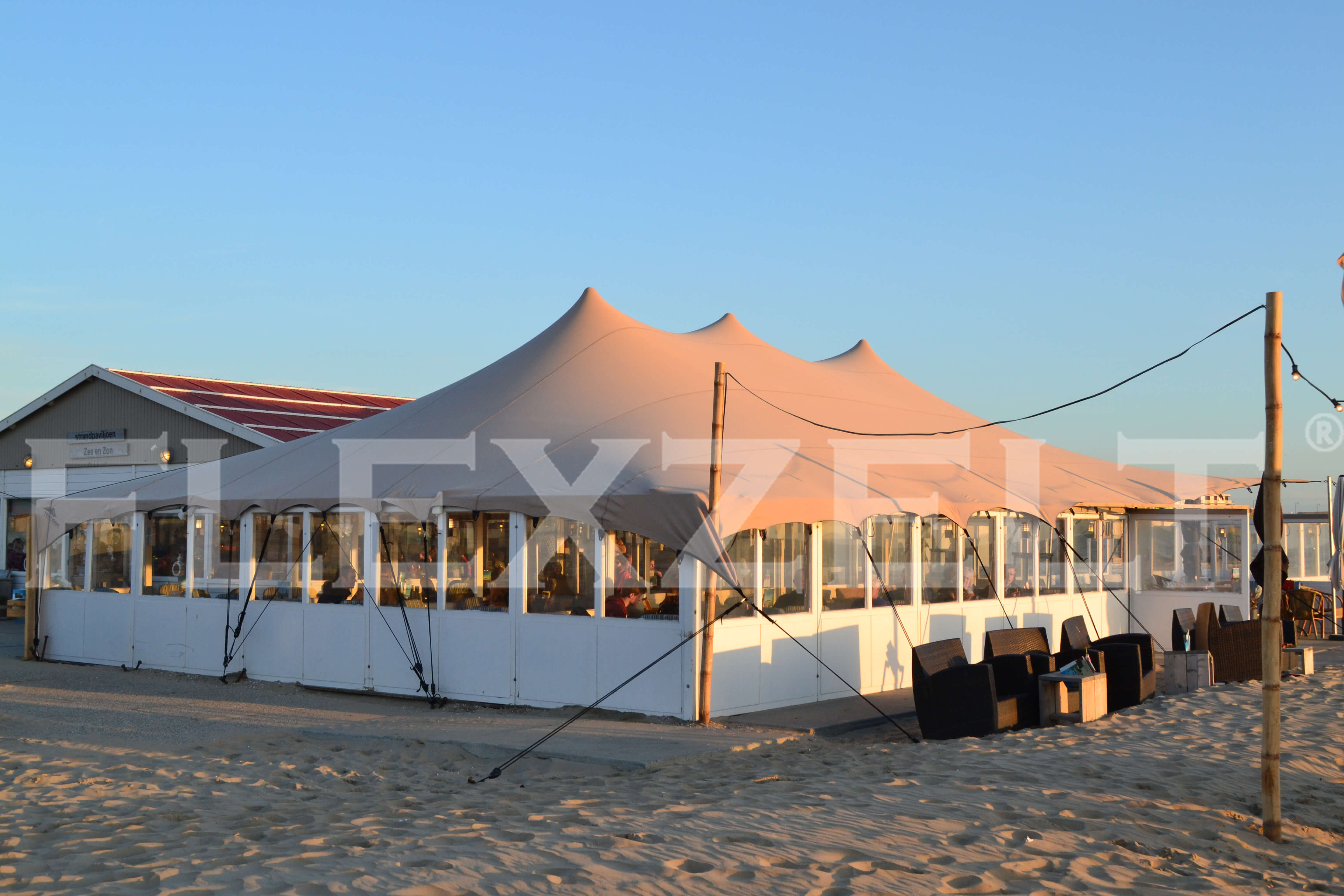 Flextent® - Flexzelt® bij Strandpaviljoen - Stretchzelt