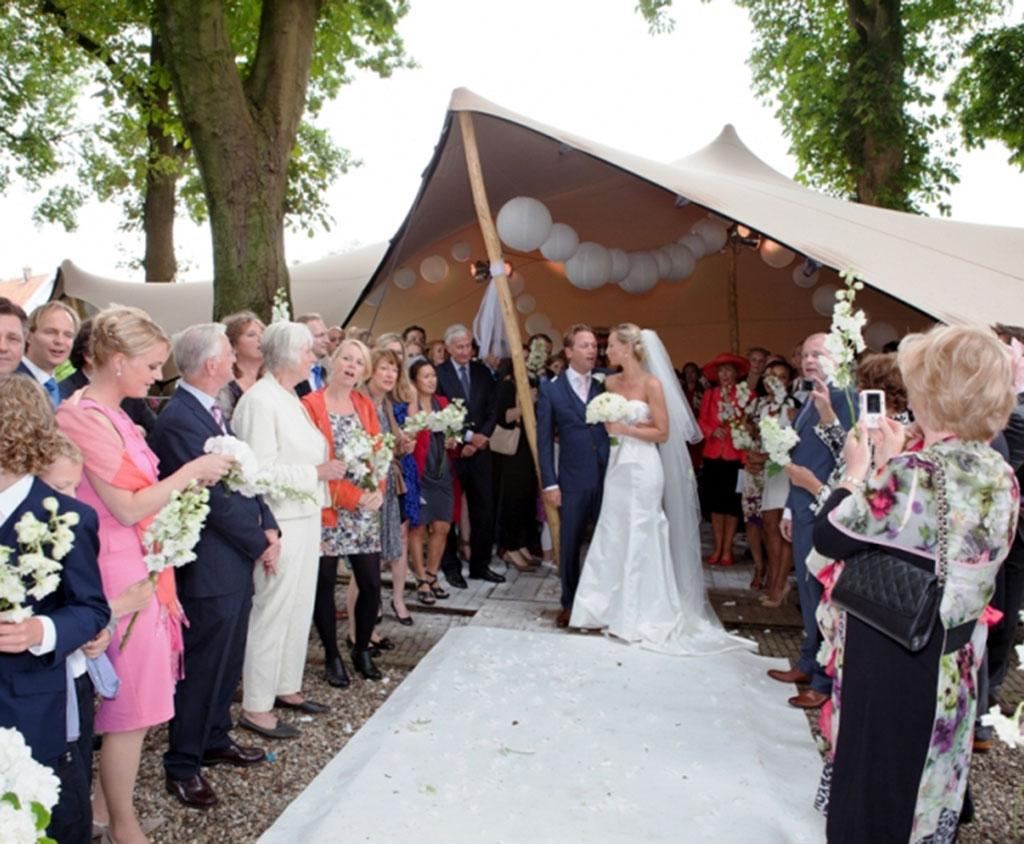 Brautpaar Im Hochzeitszelt