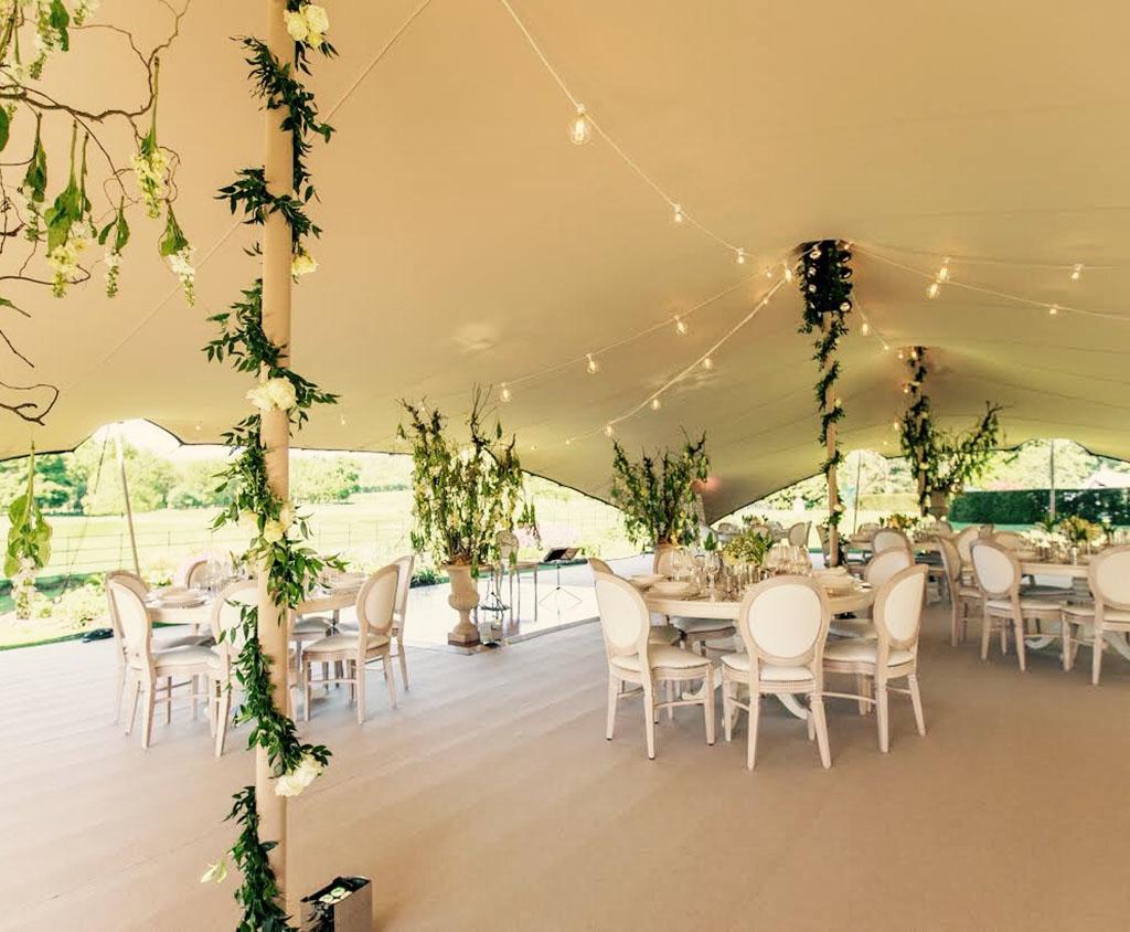 Bruiloft-tent-in-tuin